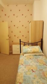 Bright Spacious Room with single bed