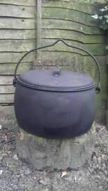 Gypsy iron 8 gallon cooking pot