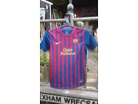BOYS BARCELONA FOOTBALL SHIRT - EXCELLENT CONDITION DRI-FIT-152-158cm TO FIT 12 to 13 YEAR OLD BOY