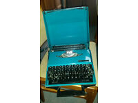VINTAGE SMITH CORONA PORTABLE TYPEWRITER