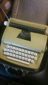 Gumtree Linda....original Petite Typewriter circa 1965