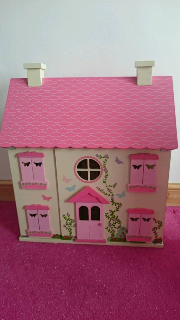 Dolls housein Sheffield, South YorkshireGumtree - Doll house and furniture and the little dolls. Good condition my daughter never plays with it. Just a little yellow felt tip mark on step inside. Can zoom see. Great ready for Xmas present.was £55 altogether
