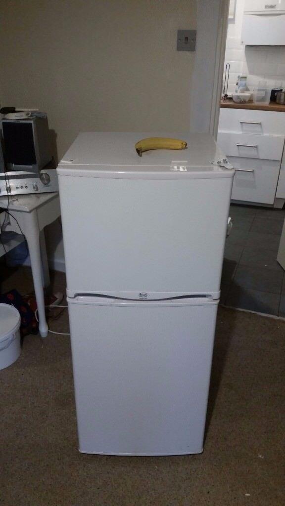 Swan small fridge freezer - great condition! 1120x435x475mm