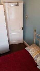 ***Offering a Great Clean and Cheap room to rent. Ideal location***