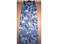 BURTON boys snowboarding pants size L £20. Collection only