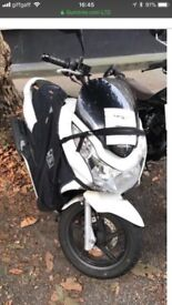 Honda Pcx 125 - white very good condition with leg cover