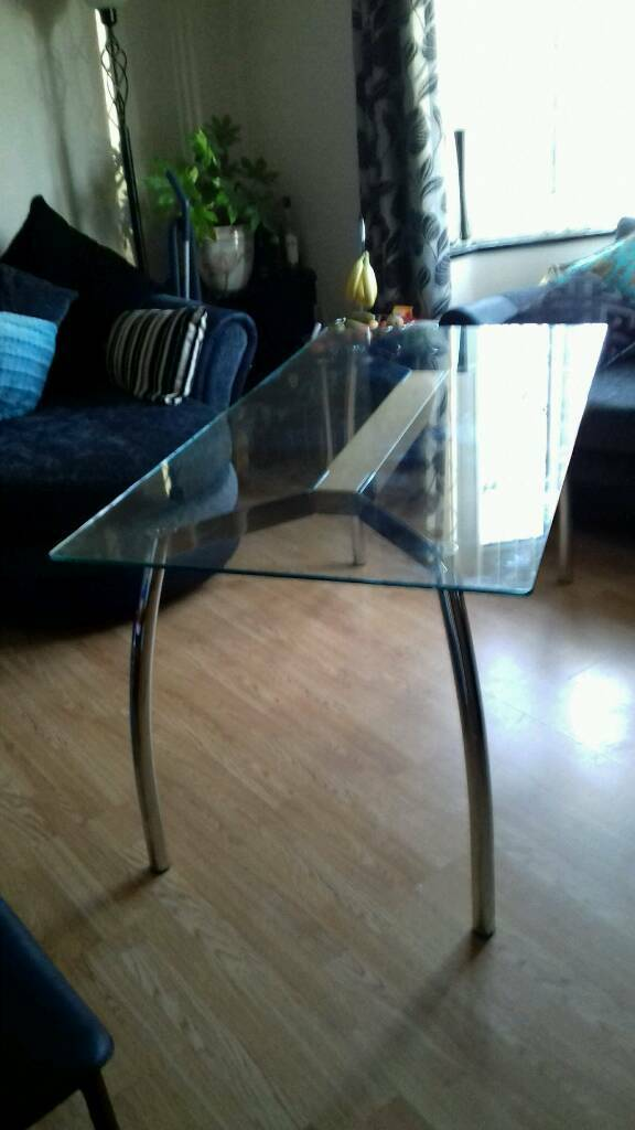 Elegant dinning table seats 6in Stechford, West MidlandsGumtree - Used table easy to take appart for storage