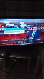 "Durable techwood tv 45"" ."