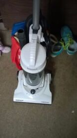 Igenix upright 1600w vacuum cleaner