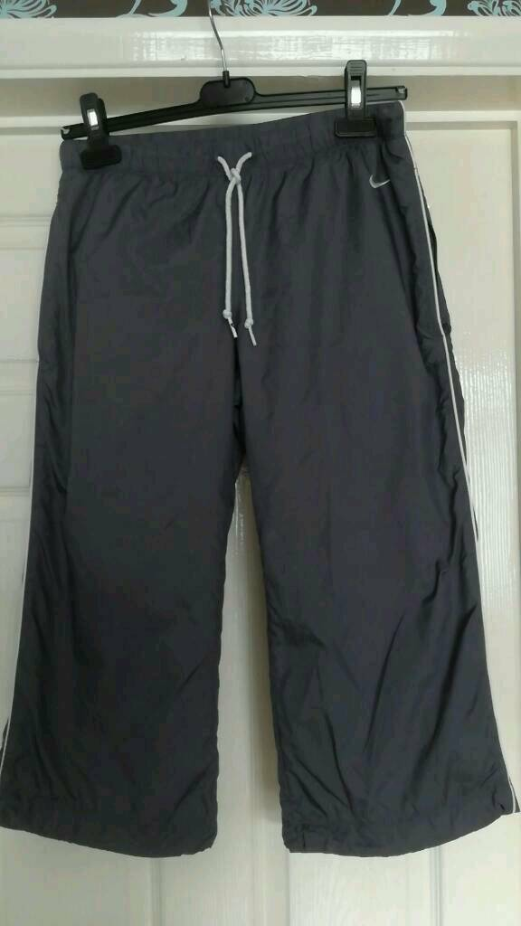 Ladies Nike 3/4 bottoms ( size small/8-10)