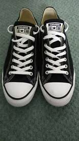 Men's converse, black and white, size 10