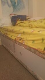 Single bed with mattress . Available until tomorrow at 12 o'clock. Very good condition. 35 £