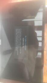 28 inch full hd Samsung tv**broken screen**