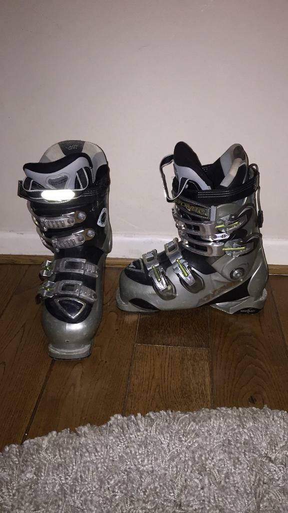 Atomic ski boots size 5