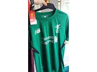 Liverpool kids home gk skip 17/18 age 8-9