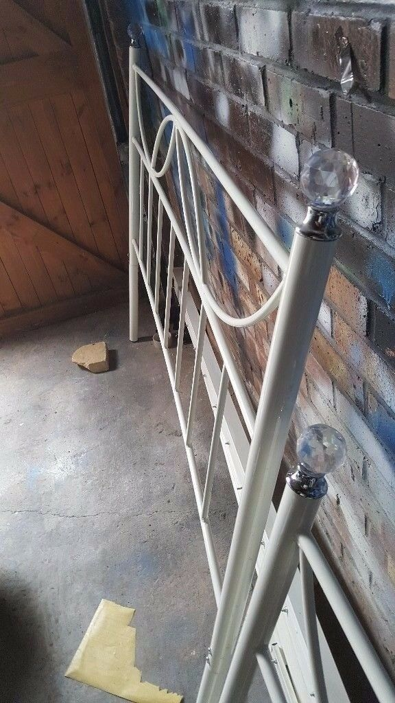 Kingsize metal bed frame good condition... Plus kingsize matress