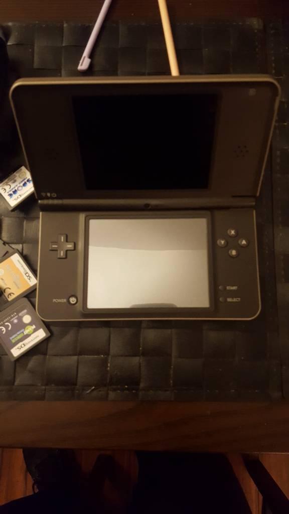 Nintendo DSI XL & Games Bundle