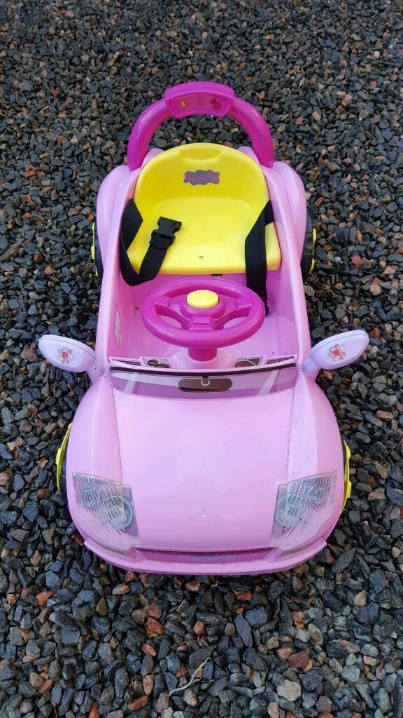 Electric Car, Toddlers first sit n drive carin Inverness, HighlandGumtree - Toddler girls or boys, sit n drive car, fwd and reverse, electric driven and charged, seatbelt and horn 3yr old