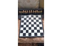 A CARLTON PRODUCT ( ANNE ) CHESS SET FOLDABLE CHESS BOARD AND TRAVEL CASE RETRO