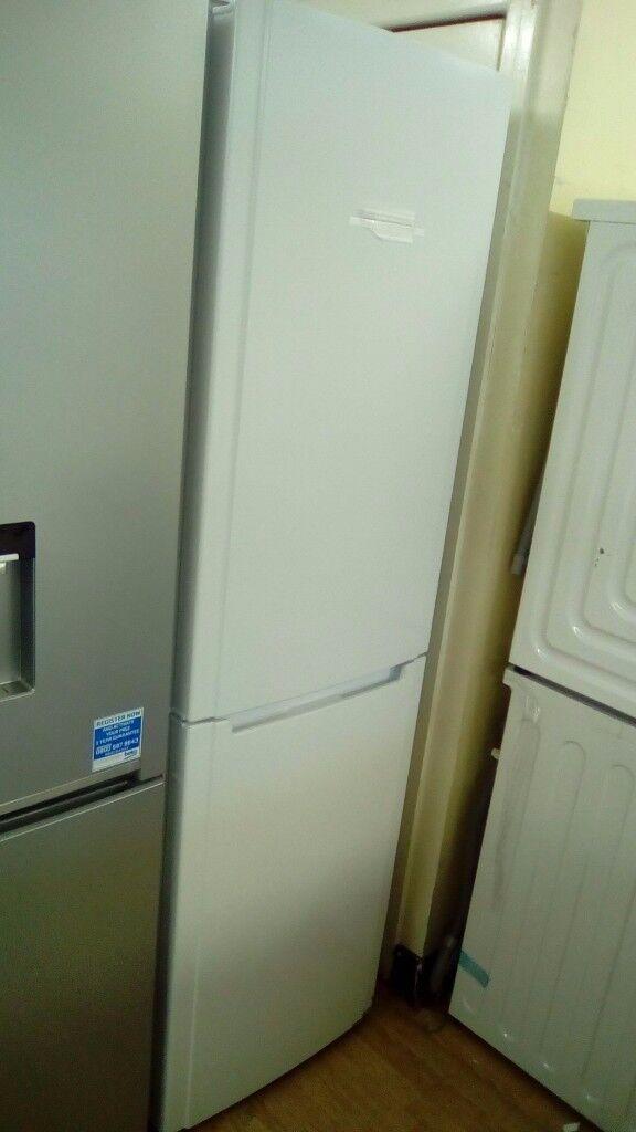 HOTPOINT Frost free white fridge freezer