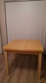 Wooden extentable table