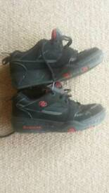 Black and red Heelys size 5, great condition.