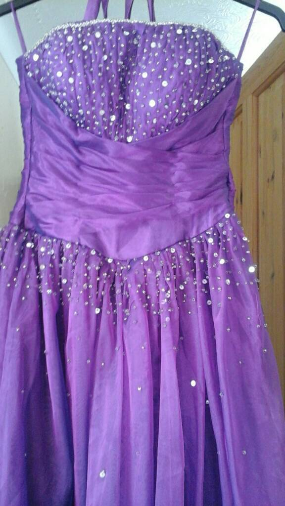 Prom dress size 6 10in Bournemouth, DorsetGumtree - Beautiful purple prom dress has silk tie at the back so can fit sizes 6 10 beautiful detail only worn once,comes with hoop under skirt to give it the big style look or you can wear it without. This dress without underskirt will cost £375 will accept...