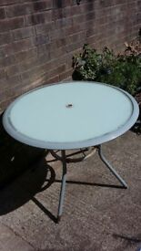 garden round table umbrella to