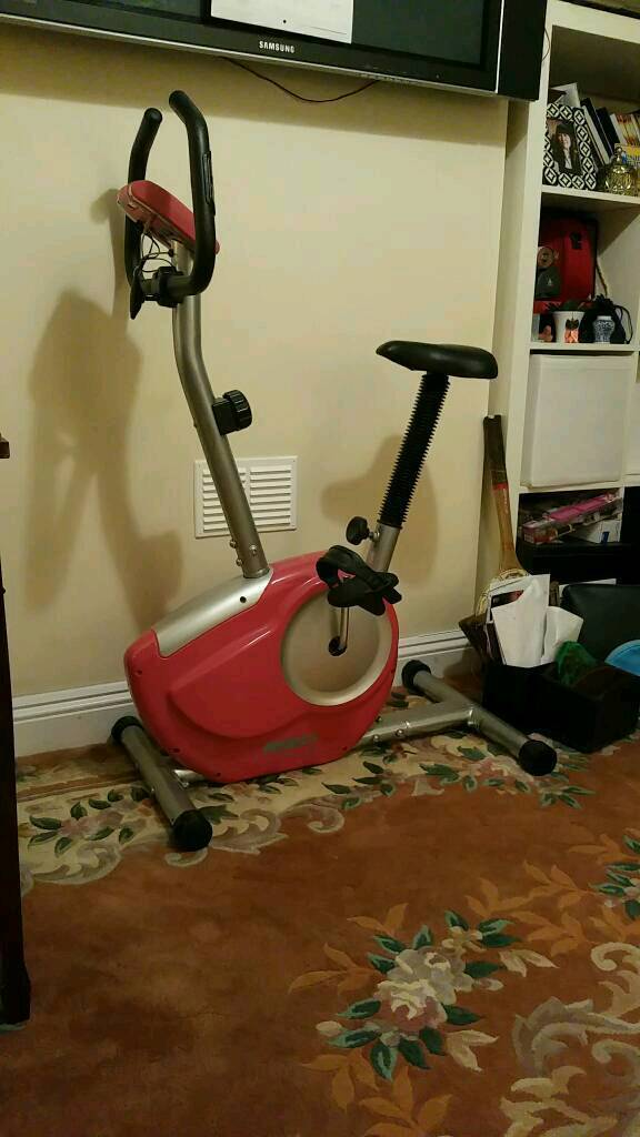 Fitness equipment Exercise bike spin machine with heart rate, mileage and calories calculator