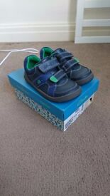 Boys Clarks Shoes - Size 8.5f (Maltby Pop Inf)