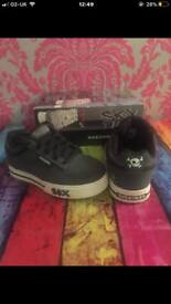 Boys Sketchers size 9.5 worn once fab condition