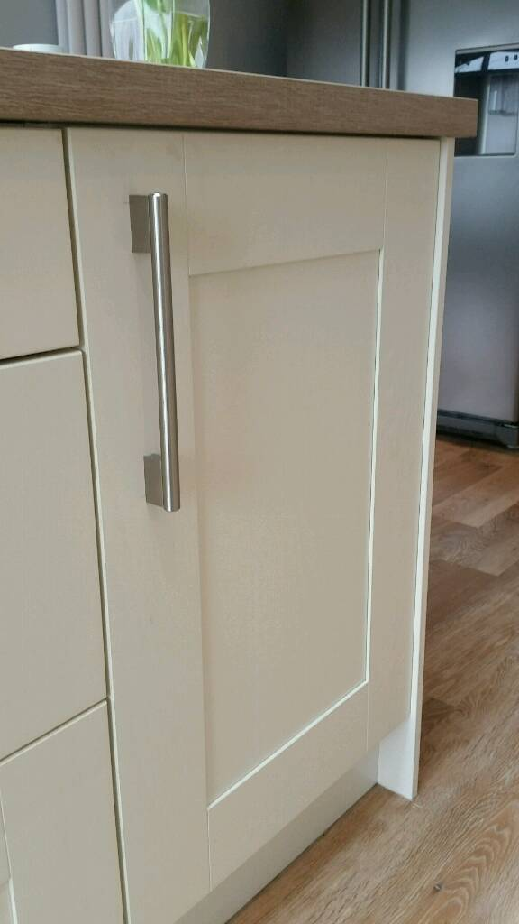 Wickes tiverton bone kitchen cupboards in sheffield for Wickes kitchen cupboards