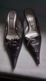 Vintage fashion kitten heel pointed shoes in Black and silver