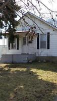 3 BDRM HOUSE 1 BATH FOR RENT - $825 + UTILITIES - AVAILABLE NOW!