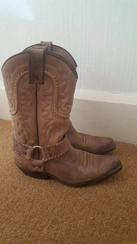 Ebay Retailers 5 pairs of Western/Biker/Cowboy boots New and as New asking price 75