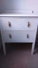 Chest of drawers/bedside table