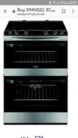 Black and stainless steel electric cooker witg double oven and ceramic top.