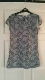 T-shirt size 12