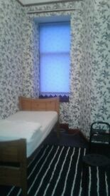 Single Room Bills included- Seeking Female Housemate - Next to Paisley High St.