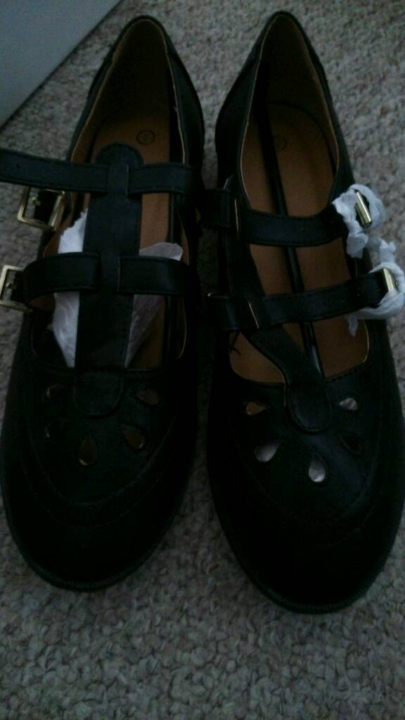 Size 8 new ladies shoes