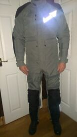 2-Piece AEROSTICH 'Roadcrafter' Motorcycle Suit in Mint Condition (Size 40L)