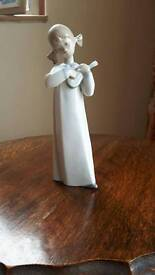 Lladro figurine. Girl with lute