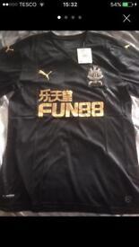 Newcastle United 3rd kit shirt - Mens medium