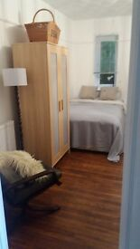 CLEAN BRIGHT DOUBLE ROOM NEAR STATION. BILLS INC