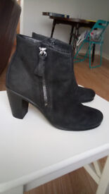 Ecco ladies black leather ankle boots - size 35 / 2.5