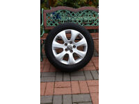 one vauxall alloy wheel size 225/55/17