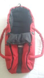 Phil & Teds cocoon carrycot in red