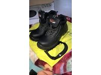 BRAND NEW MENS SIZE 6 SAFETY SHOES