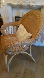 Beautiful large wicker chair in excellent condition.