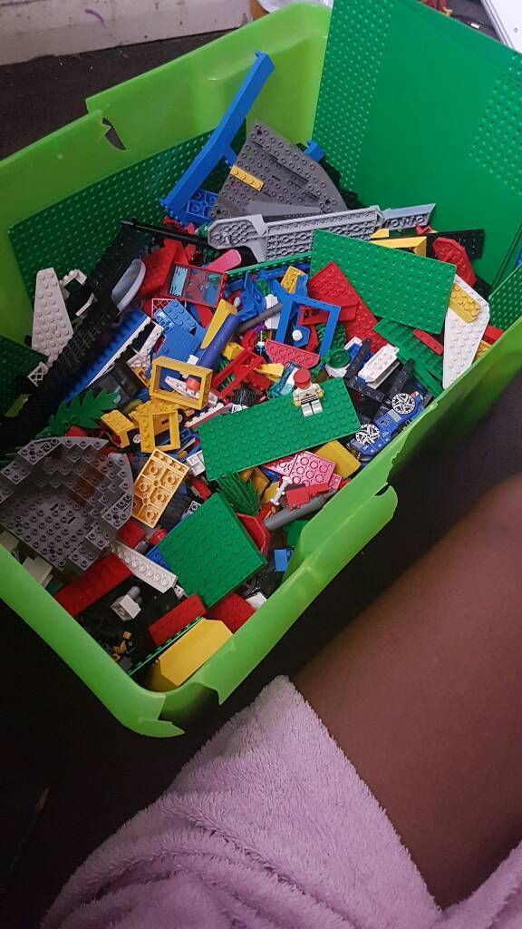 Assorted LEGO pieces